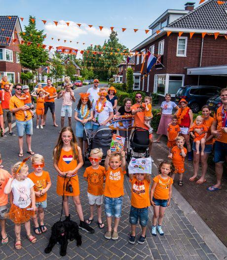 Buurtbewoners Wout Weghorst maken wijk in Borne oranje voor hun voetbalheld: 'Het moet wel een beetje worden gevierd!'