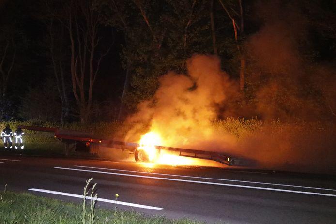 De trailer in Milsbeek is uitgebrand.