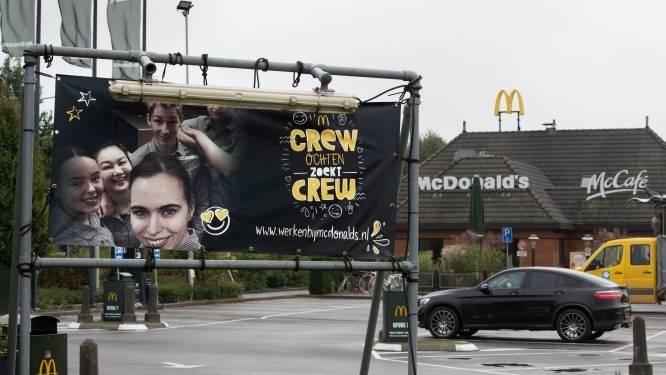 Door personeelstekort bij deze McDonald's lopen klanten door de McDrive