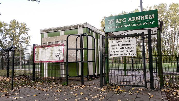 De ingang tot de voormalige velden van AFC Arnhem in Presikhaaf.