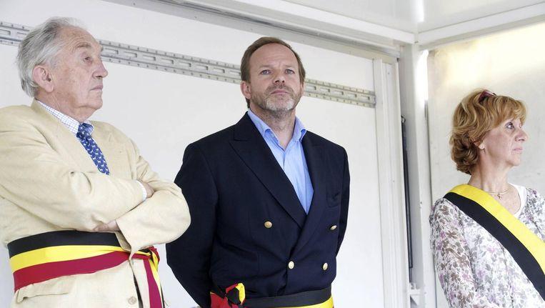 De niet-benoemde burgemeesters: v.l.n.r. Francois Van Hoobrouck d'Aspre (Wezembeem-Oppem), Damien Thiery (Linkebeek) en Veronique Caprasse (Kraainem).