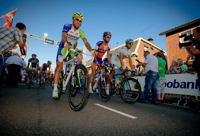 Laurens ten Dam stond vorig jaar ook aan de start van Daags na de Tour. De Nederlander wordt hier geflankeerd door Vincenzo Nibali (links) en Cristian Knees. foto ANP