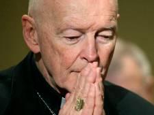 Het Vaticaan hangt vuile was over pedofiele kardinaal buiten in zeldzaam openhartig rapport