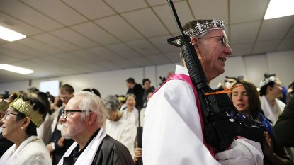 Amerikaanse geloofsgemeenschap houdt misviering met oorlogswapens