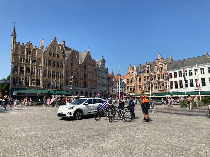 De politie zette de sirene gedurende één minuut aan op de Markt in Brugge.