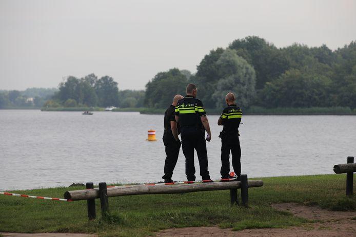 De politie is begonnen met de zoekactie in Vinkeveen.