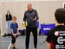 Gouden medaille-winnaar Ron Zwerver te gast bij Bornse volleybalvereniging Apollo 8