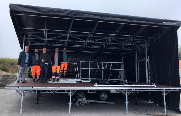 Een eerste test om de wagen open te zetten na levering - Grimbergen Links: William De Boeck