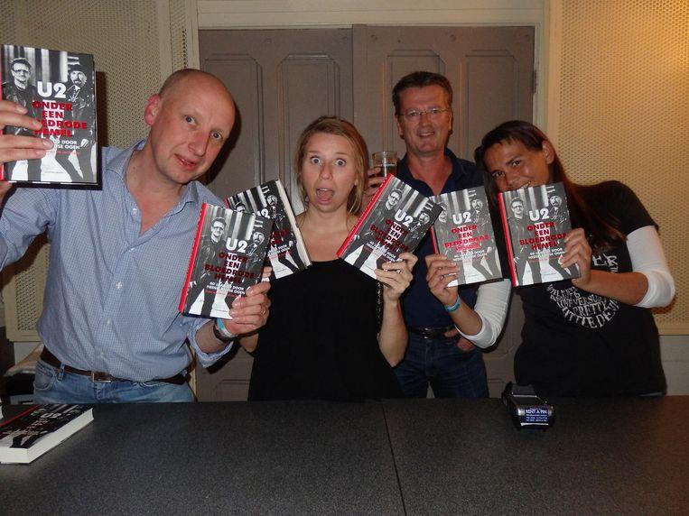 Wouter Eertin, Ellen van Veenendaal, Paul Brandt en Regine Janssen (vlnr), allen van Uitgeverij Brandt Beeld Schuim