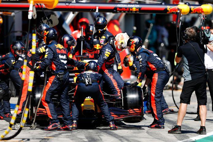 Max Verstappen stapt vroegtijdig uit zijn auto.