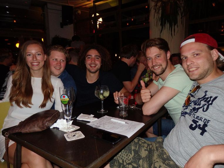 Team Sex met de Pokedex: Maartje 't Hart, Sam Taylor, Julien Nuijten, Wouter Scheffers en Niels Richter (vlnr), de winnaars. 'Maar hoe dan? Hoe dan!?' Beeld Hans van der Beek