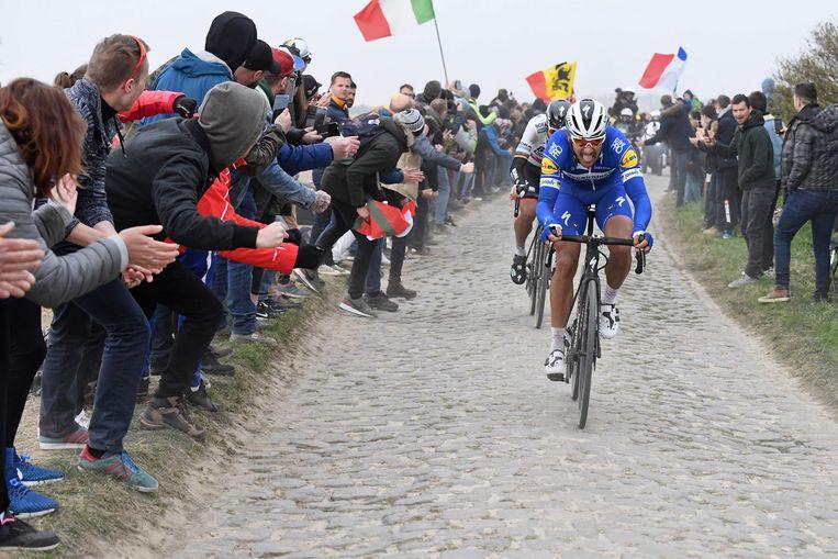 Philippe Gilbert kwam als eerste over de streep op de wielerbaan in Roubaix.  Beeld AFP
