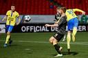 Met zijn 38ste doelpunt van het seizoen kopt Robert Mühren Cambuur naar de 3-2 zege op NAC.