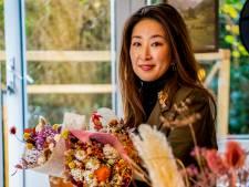Yoko Negi schikt geen bloemen. Nee, ze maakt er ware kunstwerken van