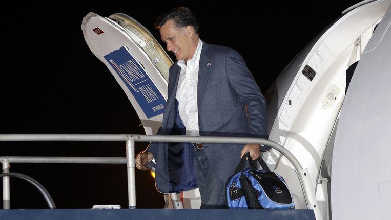 Mitt Romney komt aan in Newark. Beeld ap