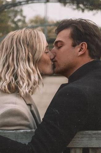 """Laurins (26) laat vriendin Julie Vermeire (23) kennismaken met Kortrijk: """"Eerste date in 't Wit Kasteel, gekust in rozentuin"""""""