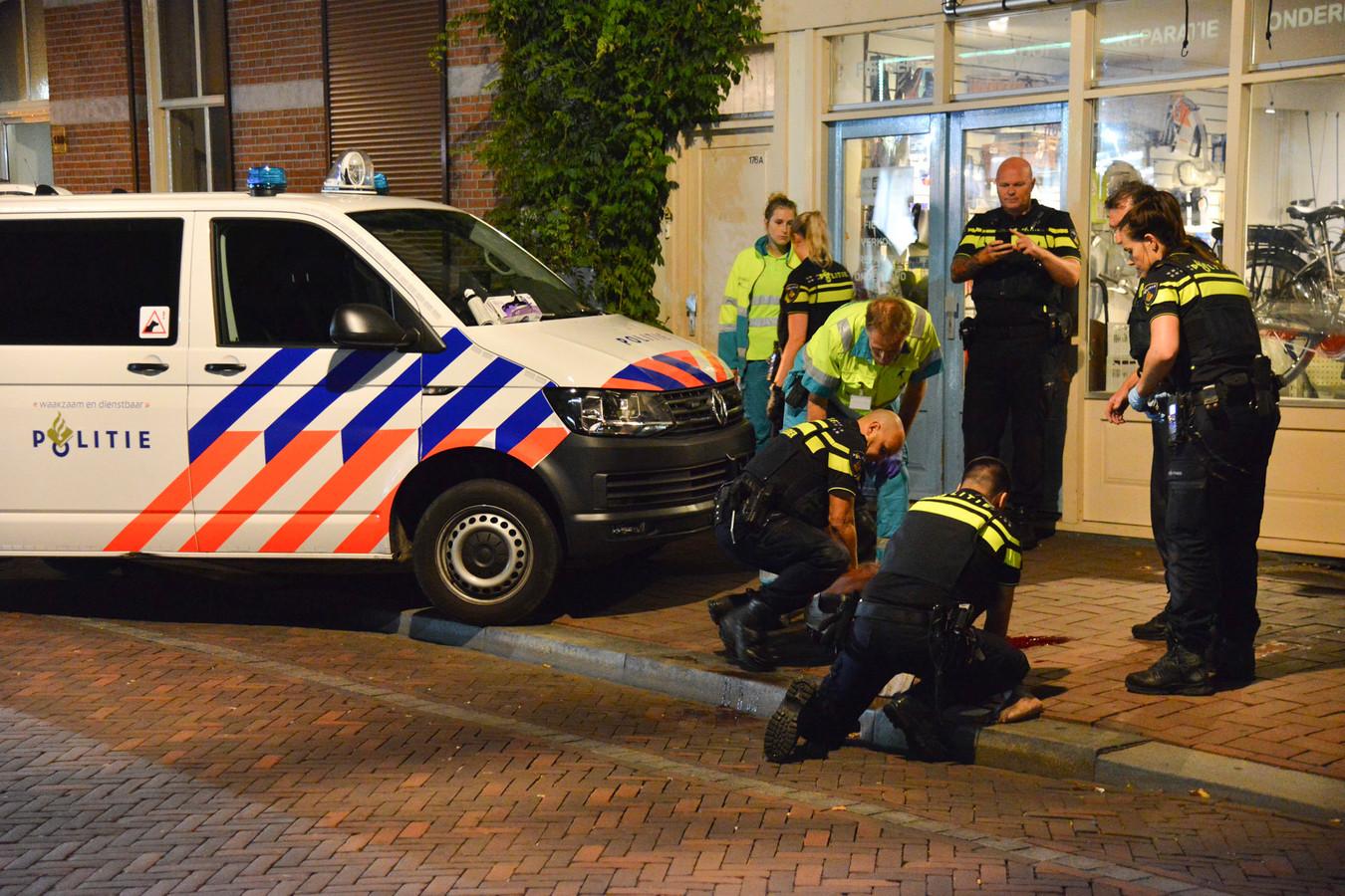 Een verwarde man viel de politie aan in Breda.