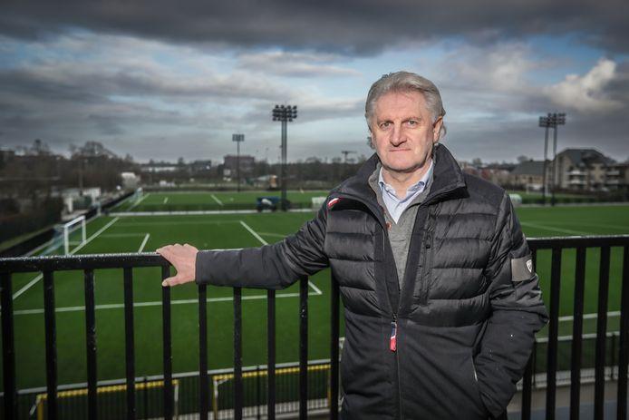 Sportief manager Eric Eurlings is druk bezig met de  uitbouw van Sporting Hasselt (Tweede nationale B) voor volgend seizoen.