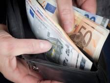 Vrouw (65) verdacht van verduisteren 113.000 euro van bewoner verzorgingstehuis, nog veel vragen rondom de zaak