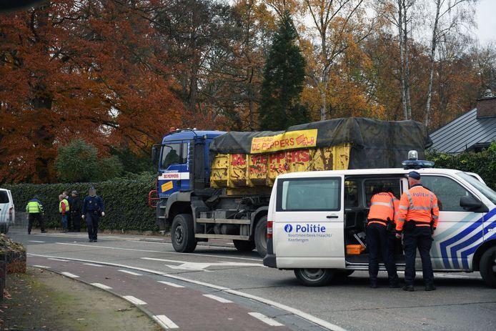 Het ongeval gebeurde op het kruispunt van de Kloosterstraat en de Wespelaarsesteenweg.