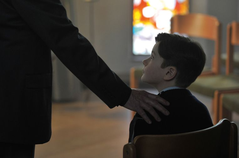 Beeld uit de film 'Grâce à dieu', over het misbruik door de Franse priester Preynat. Beeld -
