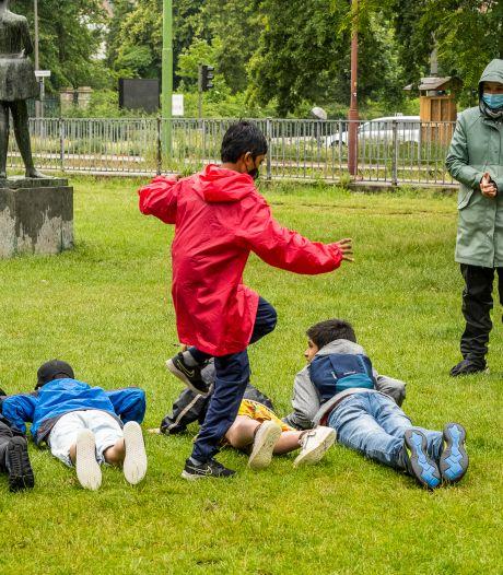 Leerlingen Antwerpse scholen leven zich uit op sportieve wandeltocht in omgeving Harmonie