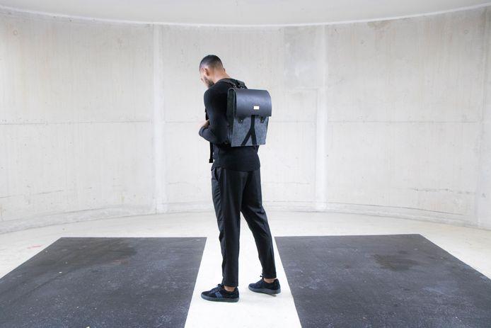Eén van de tassen uit een nieuwe collectie geïnspireerd op de Erasmusbrug.
