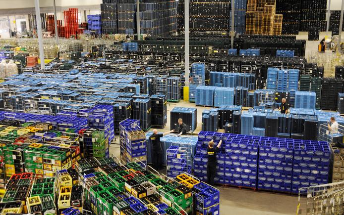 Veel arbeidsmigranten werken in distributiecentra, zoals in deze van Jumbo in Veghel.