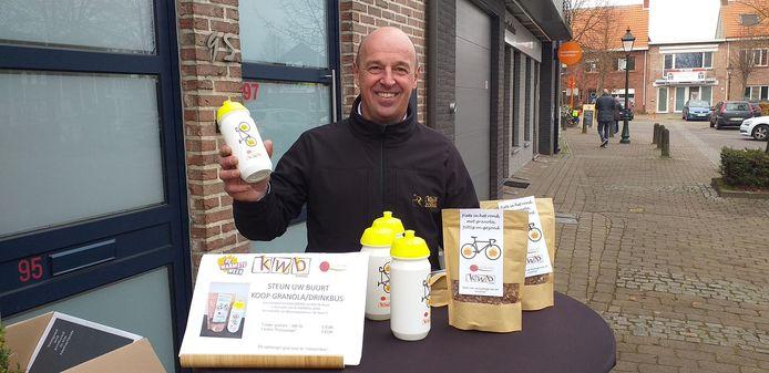 Wim Molly verkocht zaterdagmorgen drinkbussen en granola aan bakkerij De Proost-Segers
