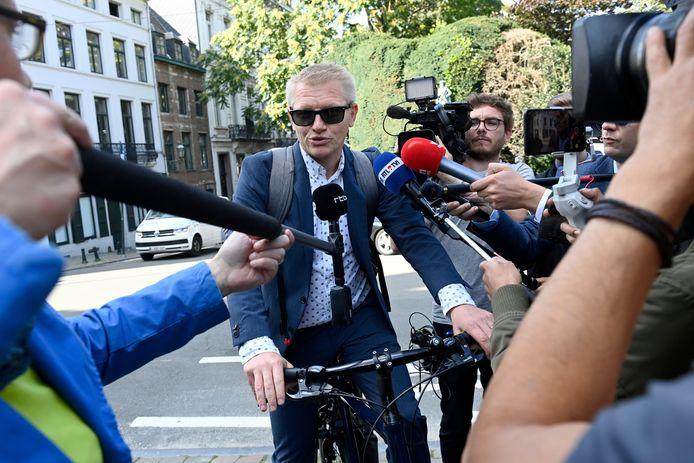 Minister van Mobiliteit Georges Gilkinet (Ecolo) bij zijn aankomst met de fiets voor het Overlegcomité vorige week.