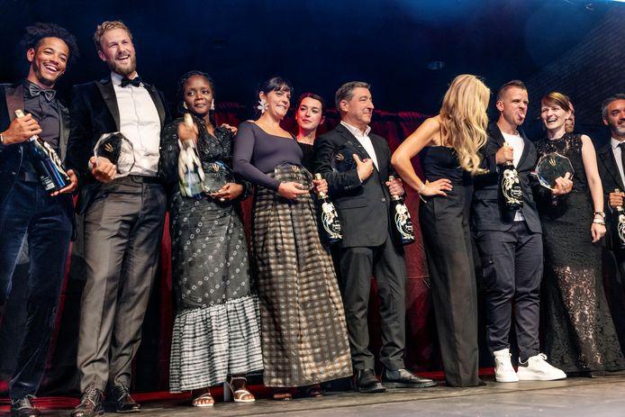 De Best Chef-winnaars op het podium, met als tweede van links Joris Bijdendijk en rechts (met uitgestoken tong) Dabiz Muñoz.