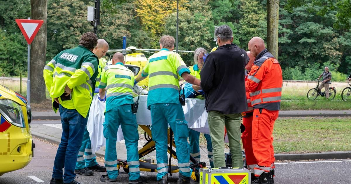 Vrouw zwaargewond na aanrijding op oversteekplaats in Goirle.