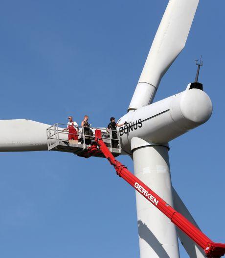 Omwonenden leggen zich niet neer bij plaatsing van windmolens op Haringvlietdam