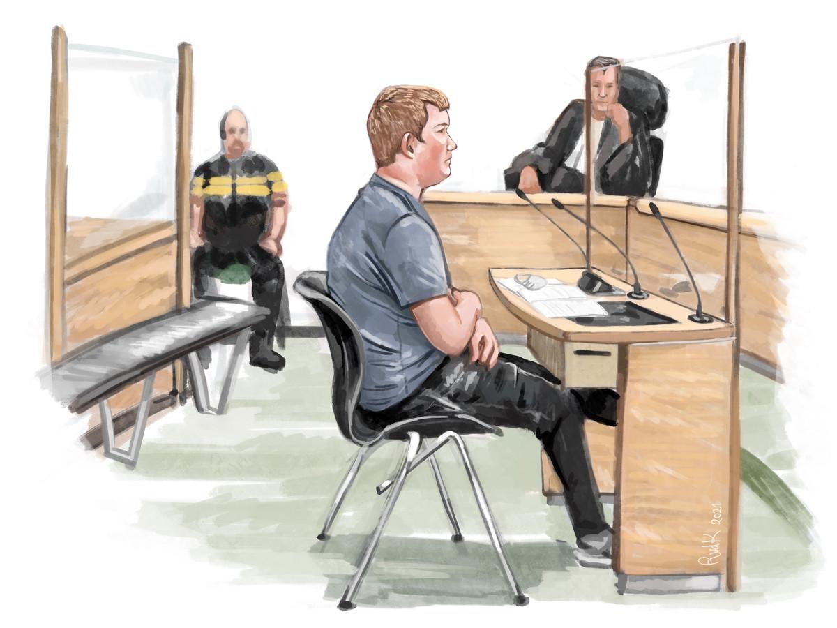 De voormalige politieagent, nu als verdachte in de rechtbank in Rotterdam.