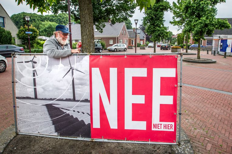 Actie tegen windmolens in Muntendam, door Platform Storm in samenwerking met de politieke partij 50Plus.  Beeld Hollandse Hoogte / Nederlandse Freelancers