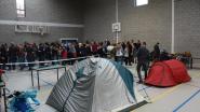 200 ouders kamperen voor schoolpoort