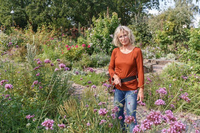 Ook in de nazomer nog volop bloei in de tuin van Geke Rook.