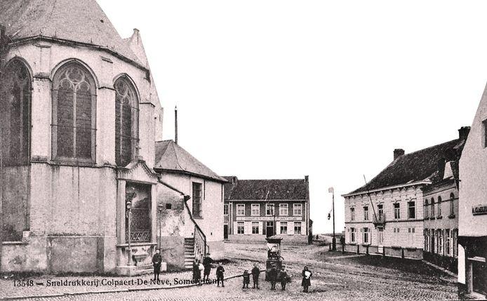 Oude straatverlichting in Zomergem.