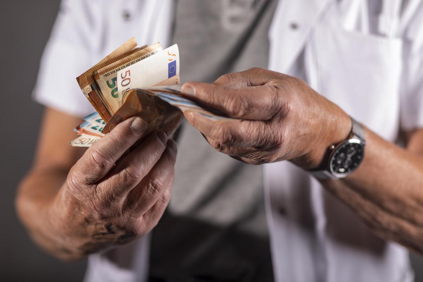 De inspectie vermoedt dat er bij DKB Thuiszorg in Hengelo meer uren zorg worden gedeclareerd dan geleverd. Ook is het opmerkelijk dat de 19 medewerkers nooit ziek zijn.