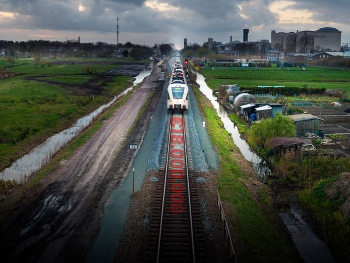 Verspreid over heel Nederland beheerde RailSide van Rotterdammer W. 1.300 strookjes grond naast het spoor.