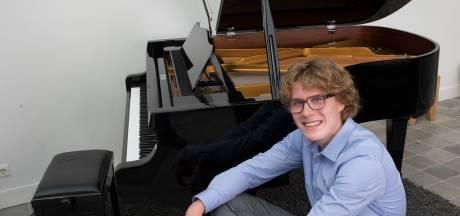 'Pianohobbyist' uit Toldijk wint concours in Kiev, maar kiest voor rechten of economie