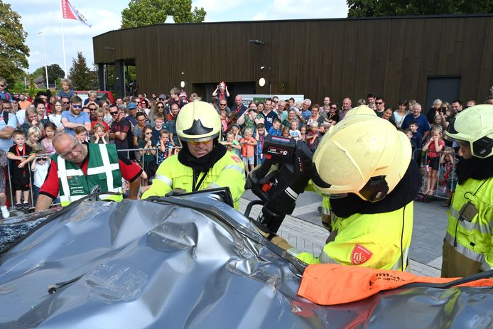 Open dag met demonstraties bij nieuwe brandweerkazerne in Oeffelt.