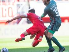 FC Twente verliest na blunder van aanvoerder Pröpper van promovendus NEC