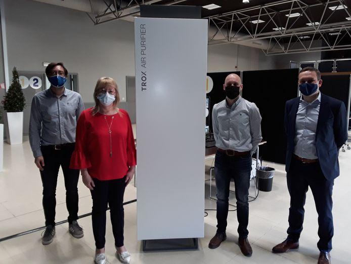 De AIR Purifier in de onthaalruimte van het vaccinatiecentrum in Zedelgem, een schenking van de winnaar van het toestel.