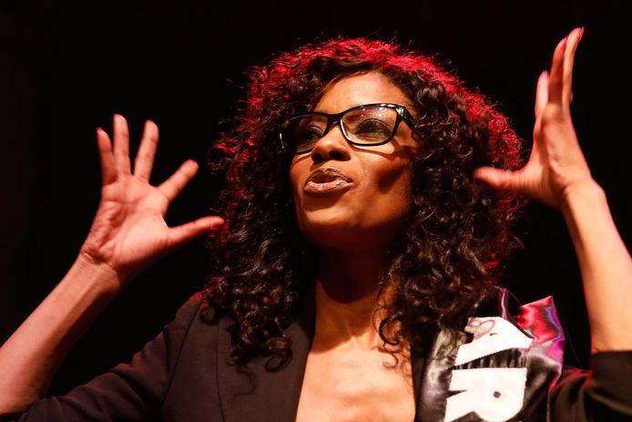Sylvana Simons tijdens een bijeenkomst van Artikel 1 op de verkiezingsavond van 15 maart