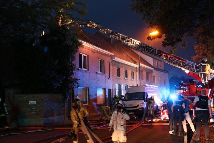 De woning liep achteraan zware schade op door de brand.