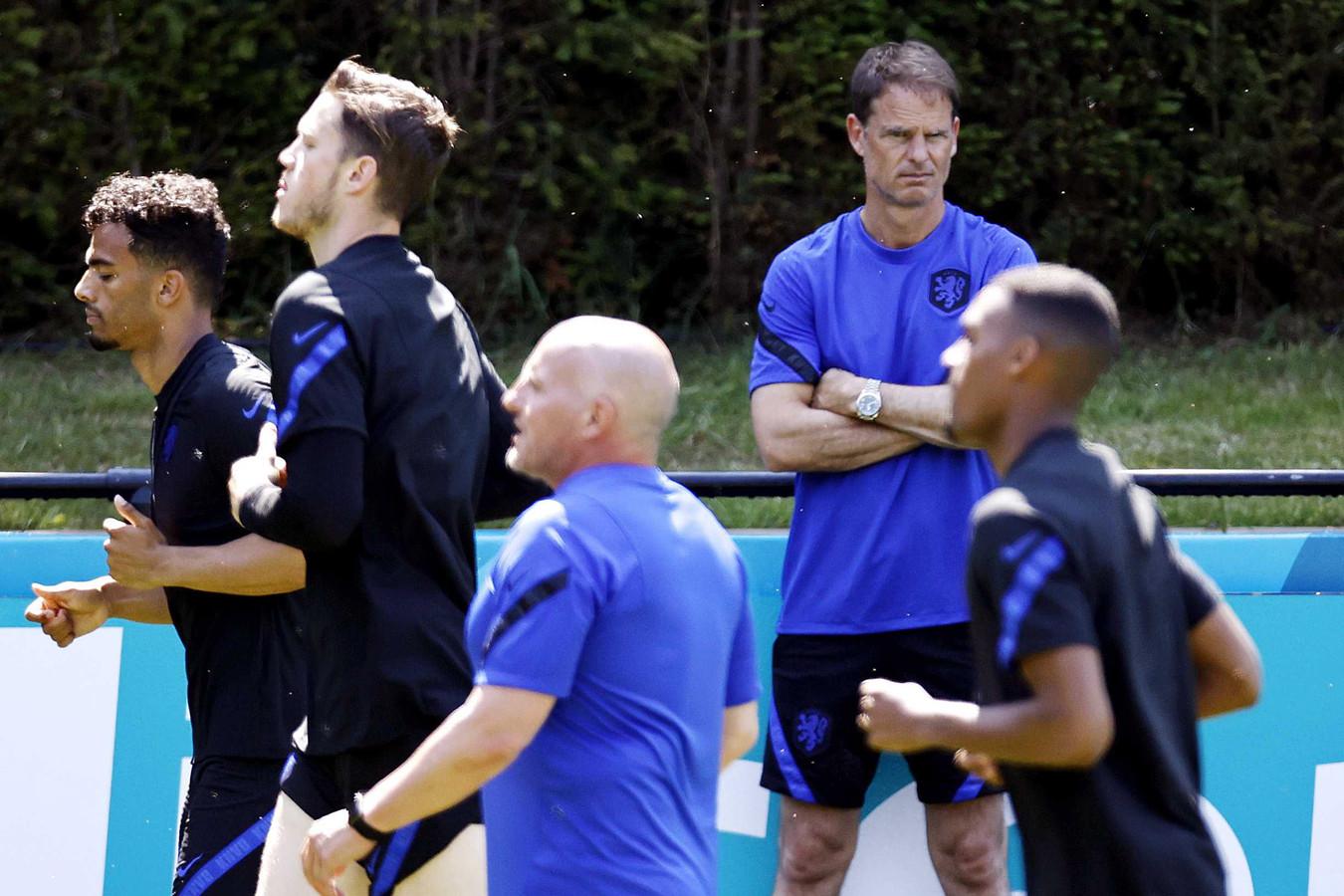 Frank de Boer tijdens de training van het Nederlands elftal.