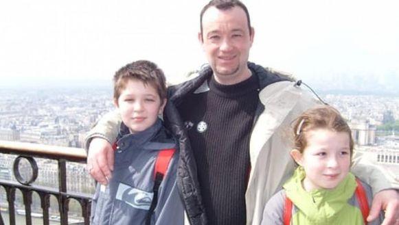 Pascal Troadec met zijn kinderen Sébastien en Charlotte op een oude foto.