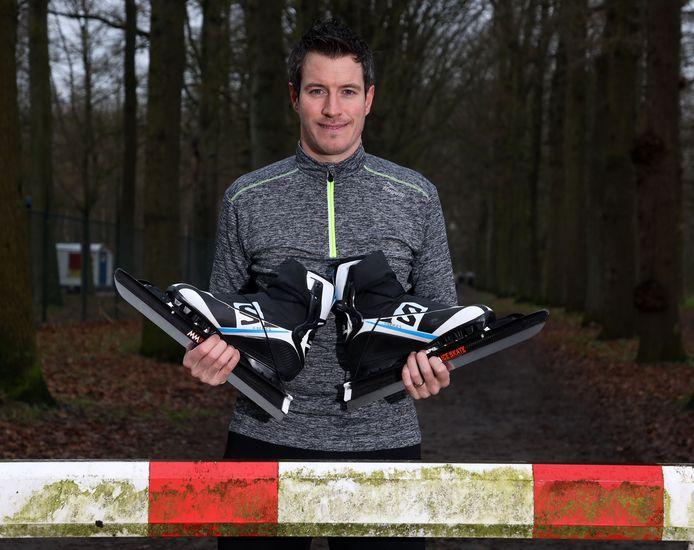 Eelco Franckaert gaat tijdens uitdaging onder meer schaatsen op de baan in Breda.
