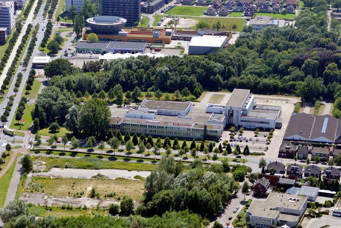 Het voormalige Wegener-pand aan de Getfertsingel in Enschede, de plek waar de gemeente nu zelf nog zes uitgeprocedeerden opvangt.